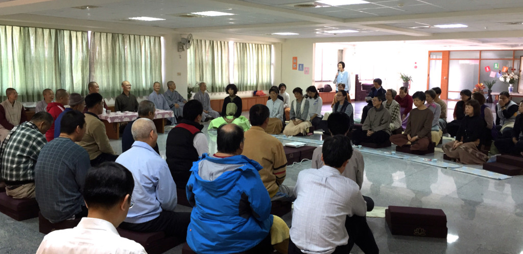 20141207「慈心禪」課程結束之前,學員們在這「禪茶一味」環節裏,在品茗用點心的同時,也分享參加此課程的心得。