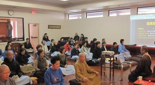 開印法師在玉佛寺觀音殿指導慈心禪