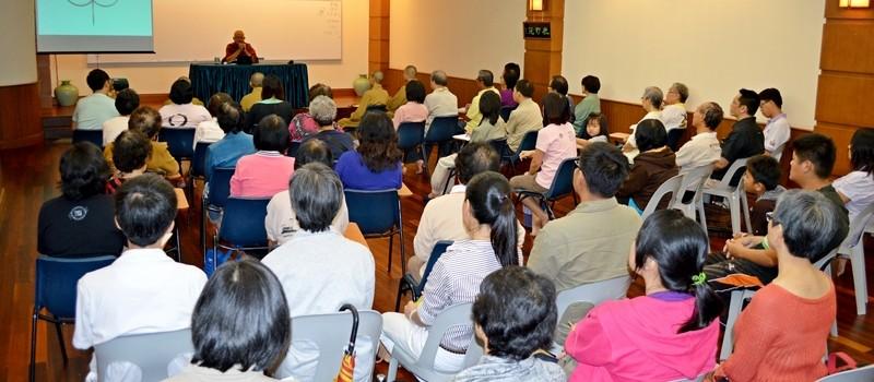 20131008 當晚吸引了約80位信眾出席聆聽。這場近兩小時的精彩開示,句句觸動人心深處,眾人獲益不淺。