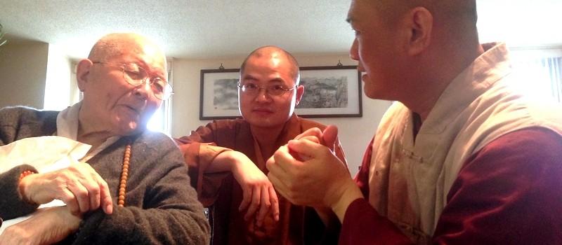 20131007 拜訪自1969年就已赴美弘法的美東佛教的拓荒者 - 浩霖大長老,也是現任美國佛教聯合會會長,世界佛教僧伽會副會長,紐約東禪寺住持。中間者為成源比丘。(圖片/寂慧)