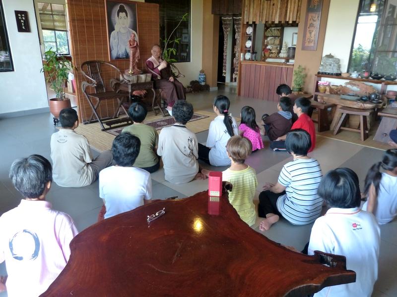 20131228 藉著寂靜禪林15週年紀念日,住持開印比丘於早齋八戒後的時段,給義工們開示。