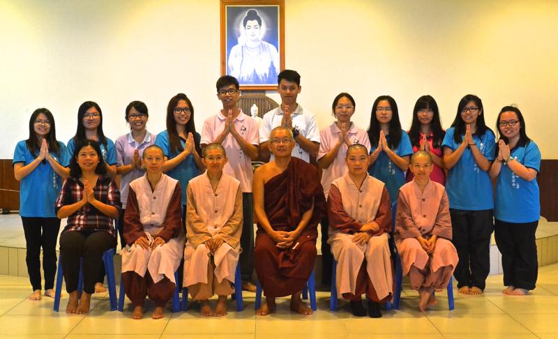 20140301新上任的第十四届理事及顧問候秀英老師和寂靜禪林僧眾合影。