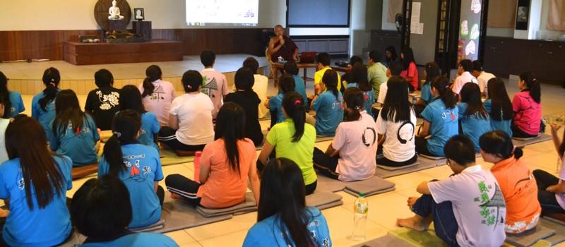 20140301也擔任沙大佛友聯誼會顧問得寂靜禪林監院泉平長老,向同學們理事們講解承担的意義。