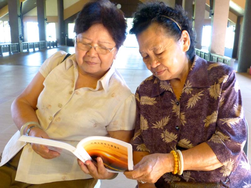 20140302曾經參加「阿毗達摩」課程的兩位「阿婆」,克服行動不便,前來寂靜禪林參與此課程。