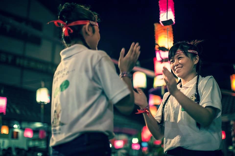 20140913「一種愛,萬分關懷」由青春活潑得青少女們演出。[此相片由李涵威醫生攝]