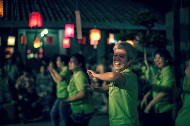 20140913一群來自斗亞蘭的前輩們歡喜為大家呈獻熱舞「日本扇子舞」及「小蘋果」。[此相片由李涵威醫生攝]