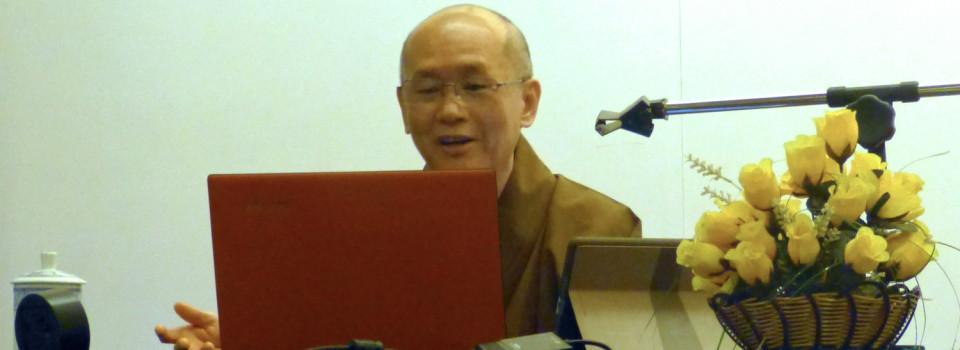 長老列舉了 : 一行禪師「入世佛教十四戒」; Salle B. King 「入世佛教的特色 」; Christopher S. Queen 「入世佛教的三項特徵 」、 「當代入世佛教的類型 」; David R. Roy 「現代社會的結構性問題 」;R.Lewis 等著作為大眾講解。