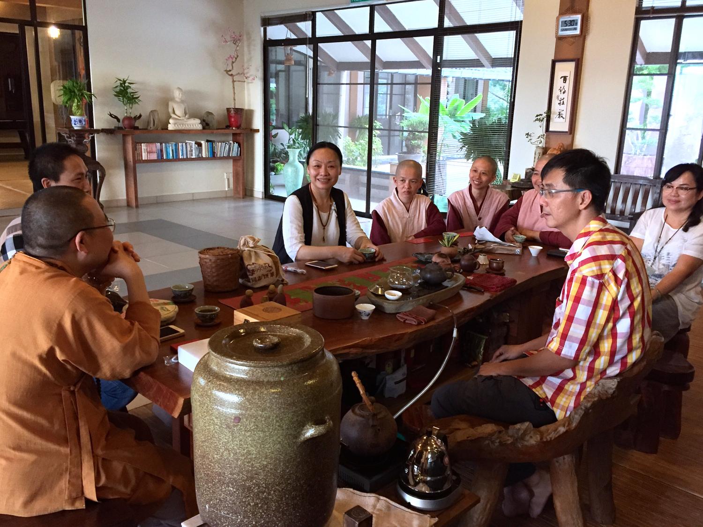 20170220寂首負責泡茶接待長老等眾。